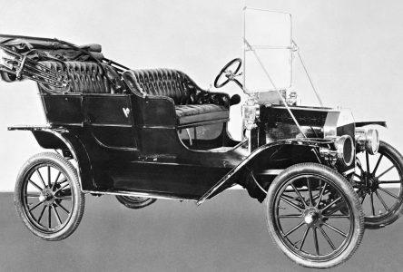 1er octobre 1908 – La 1re Ford modèle T sort de l'usine et Buick est racheté par GM