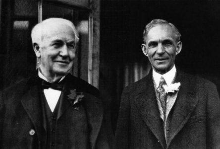 21 octobre 1929 –  Henry Ford dédie l'institut Thomas Edison