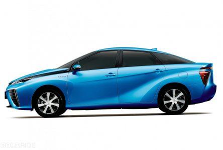 2 décembre 2002 – Toyota présente son premier véhicule à pile à combustible