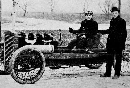 20 juin 1903 – Première voiture à atteindre 60 milles à l'heure