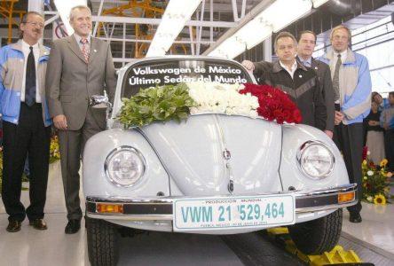 30 juillet 2003 – Volkswagen construit la dernière Beetle