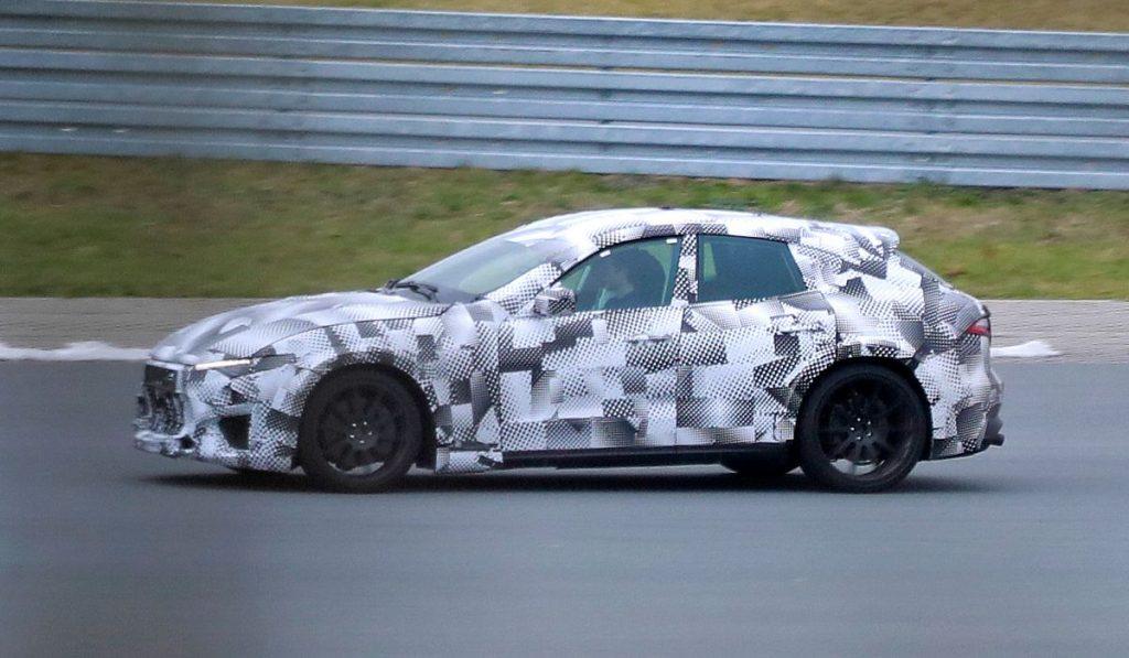 Ferrari teste le Purosangue