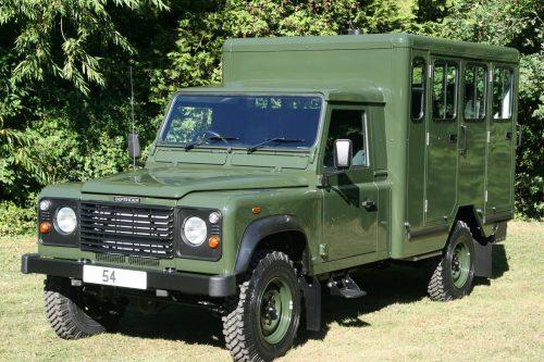 Le prince Philip amené à son dernier repos en Land Rover