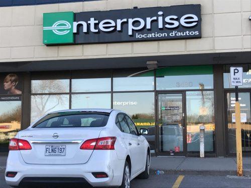 Les compagnies de location de voitures achètent des modèles d'occasion