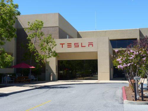 Une enquête ouverte aux États-Unis sur 10 décès dans des voitures Tesla