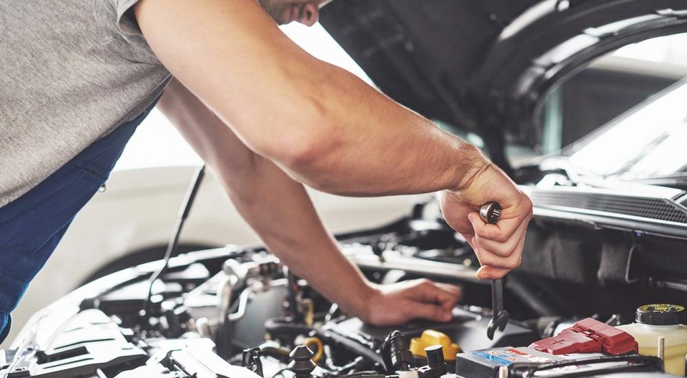 Est-ce que vous devez faire l'entretien de votre véhicule chez le concessionnaire ?