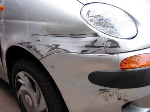 Auto accrochée dans un stationnement : êtes-vous couvert?