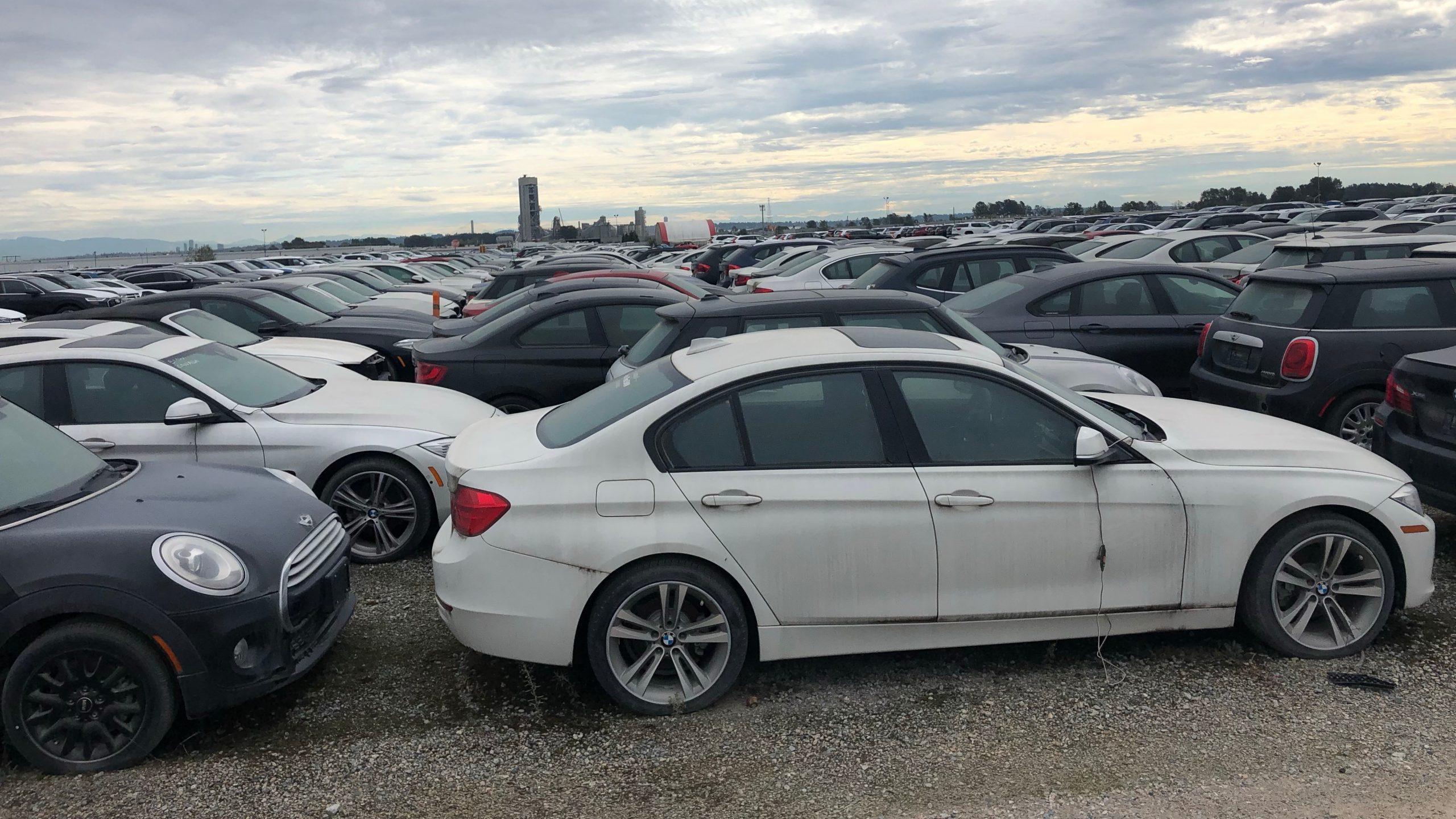3000 BMW et MINI neuves stationnées depuis six ans à Vancouver